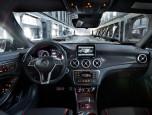Mercedes-benz AMG CLA 45 AMG 4Matic เมอร์เซเดส-เบนซ์ เอเอ็มจี ปี 2014 ภาพที่ 04/18