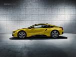 BMW i8 Protonic Frozen Yellow บีเอ็มดับเบิลยู ไอแปด ปี 2017 ภาพที่ 2/6