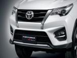 Toyota Fortuner 2.8 TRD Sportivo 2WD AT Black Top MY2018 โตโยต้า ฟอร์จูนเนอร์ ปี 2018 ภาพที่ 03/19