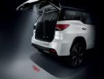 Toyota Fortuner 2.8 TRD Sportivo 2WD AT Black Top MY2018 โตโยต้า ฟอร์จูนเนอร์ ปี 2018 ภาพที่ 04/19