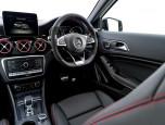 Mercedes-benz AMG GLA 45 4MATIC เมอร์เซเดส-เบนซ์ เอเอ็มจี ปี 2017 ภาพที่ 09/10