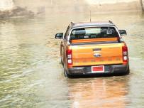 4 ขั้นตอนง่ายๆ เมื่อต้องขับรถลุยน้ำท่วม