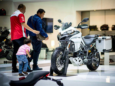 Ducati เปิดตัวรถดูคาติ 4 รุ่นใหม่ เขย่าวงการบิ๊กไบค์ ใน Motor Show 2017