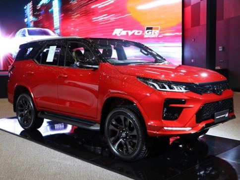 โตโยต้า Toyota Fortuner 2.8 GR Sport 4WD ปี 2021
