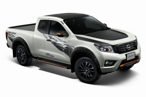 นิสสัน Nissan Navara NP300 King Cab Calibra E 6 MT Black Edition ปี 2019