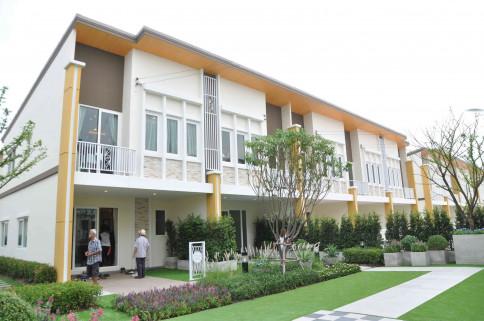 โกลเด้น ทาวน์ อ่อนนุช-ลาดกระบัง (Golden Town Onnut - Ladkrabang)