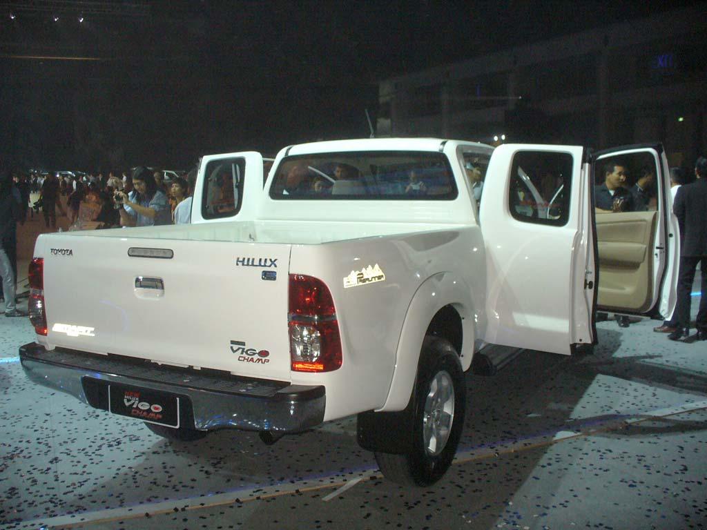 Toyota vigo champ smart cab 2 5 j