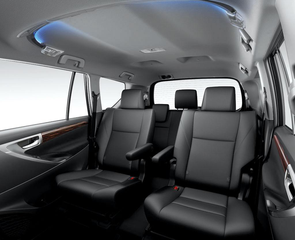 Toyota innova crysta 2 8 g a t 2016 1 235 000 for Innova interior 8 seater