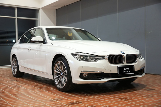 BMW 330e Luxury